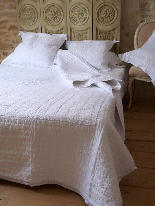 Couvre lit boutis blanc taille 200 250 cm - Boutis pour canape ...