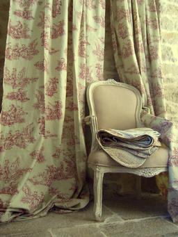 couvre lit boutis et rideaux assortis achat vente couvre lit boutis toile de jouy rouge 180/240 cm couvre lit boutis et rideaux assortis