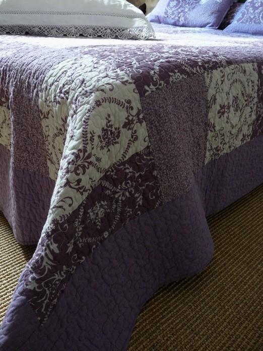 couvre lit boutis violet boutis MAUDE parme et mauve, arabesques 180/240 cm couvre lit boutis violet
