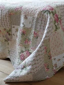 couvre lit patchwork vert boutis fleurs et feuillage de rose et de vert patchwork 260/260 cm  couvre lit patchwork vert