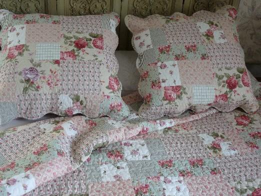 couvre lit boutis fleur boutis fleurs et feuillage de rose et de vert patchwork 260/260 cm  couvre lit boutis fleur