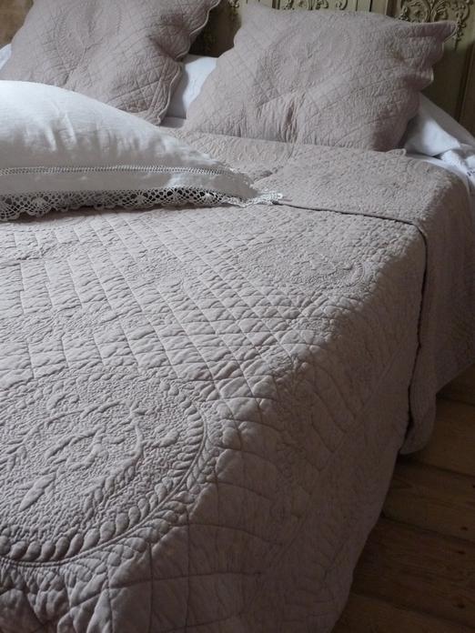 couvre lit en boutis provenal - Dessus De Lit Taupe