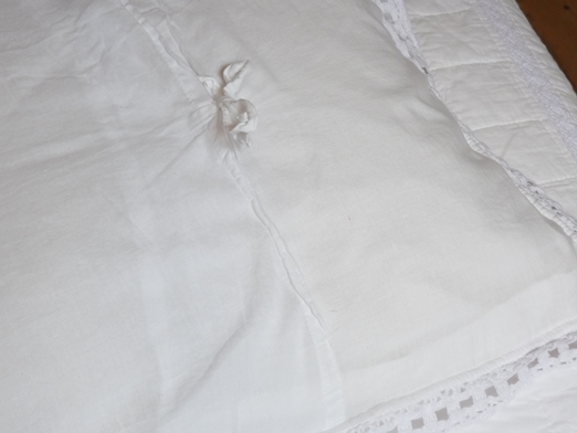 couvre lit boutis blanc dentelle taille 240 250 cm pour lit 140 cm ou160 cm. Black Bedroom Furniture Sets. Home Design Ideas