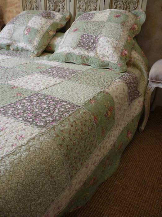 couvre lit patchwork vert Boutis Amandine  Etretat, taille 180/240 cm couvre lit patchwork vert