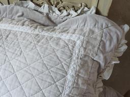 Boutis gris et beige lut ce dentelle grande taille 265 260 cm - Boutis beige et taupe ...