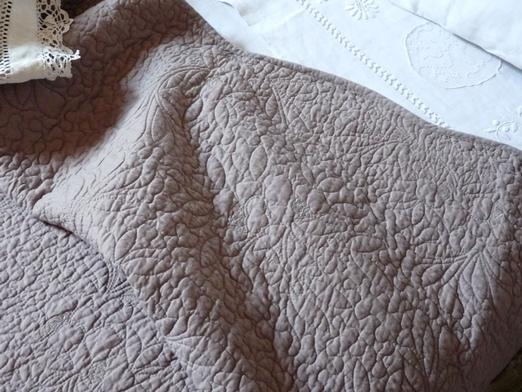 Couvre lit boutis classique taupe 235 245 cm - Boutis beige et taupe ...