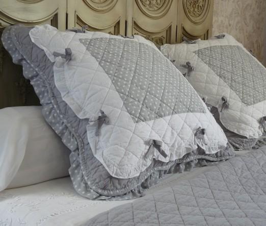 boutis couvre lit romantique couvre lit boutis PLUMETIS gris et blanc à volants 235/260 cm boutis couvre lit romantique