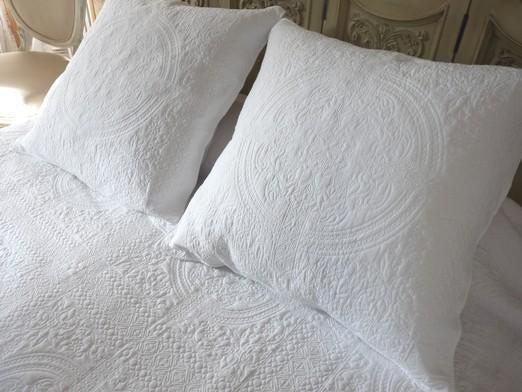 Dessus de lit boutis blanc proven al 270 280 cm - Lit provencal ...